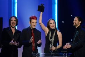 """Halestorm remportant un Grammy Awar (2013) pour la meilleure prestation hard rock-metal avec la chanson """"Love Bites"""""""